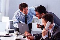 Geschäftsleute Geschäftsmann Telefon telefonierenLaptop Besprechung
