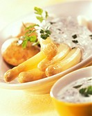 White asparagus with tarragon sauce