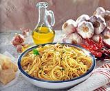 Spaghetti aglio e olio with dried peperoncini