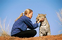 Woman with leopard (pathera pardus)