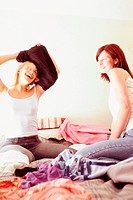 Women sharing clothes (thumbnail)