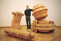 Tony Cragg, British sculptor, 1986