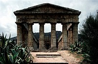 Geo. Italien, Sizilien, Segesta (Egesta), griechische Kolonie, gegründte 7. oder 6.Jh.v.Chr., dorischer Tempel, erbaut ab 430 v.Chr., Vorderseite   ge...