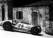 Sport - Autorennen, ´Coppa Acerbo 1938´ Pescara 14.8.1938,Sieger Rudolf Caracciola auf Mercedes Benz in Kurve in Capelle Foto: Fumagalli/Mercedes Benz...
