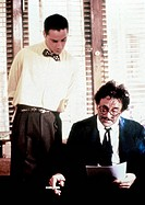 Film,´Julia und ihre Liebhaber´ USA 1991, Regie: Jon Amiel, Szene mit: Keanu Reeves und Peter Falk   rauchend einstecktuch blume im knopfloch fliege