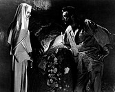 Film, ´Der Seemann und die Nonne´ (Heaven knows, Mr. Allison), USA 1956, Regie: John Huston, Szene mit Robert Mitchum, Deborah Kerr, nonne kerze gewöl...