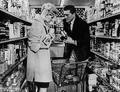 Film ´Fremde, wenn wir uns begegnen´ (Strangers, When We Meet) USA 1960, Regie: Richard Quine, Szene mit Kirk Douglas & Kim Novak zwei menschen mann u...