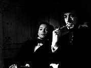 Film ´Das Gesicht´ (Ansiktet) Schweden 1958, Regie: Ingmar Bergman, Szene mit Ingrid Thulin und Max von Sydow  bergmann, mann mit bart pfeife rauchend...