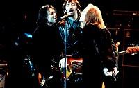 Film, ´Still Crazy´, GB 1998, Regie Brian Gibson, Szene mit Jimmy Nail & NIPs,   musiker, musizierend, singend, mikrofon, mikro, gitarre spielend, auf...