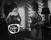 SW Film, ´Der Erpresser rut an´ (Un figlio d´oggi), I 1961, Regie Marino Girolami, Szene mit NIPs,   krimi, thriller, mädchen, junge frauen, korsage, ...