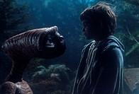 Film, ´E.T. - Der Außerirdische´ (E.T. - The extra terrestrial), USA 1982, Regie Steven Spielberg, Neue Bearbeitung 2002, Szene mit E.T. & Henry Thoma...