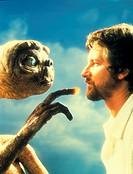 Film, ´E.T. - Der Außerirdische´ (E.T. - The extra terrestrial), USA 1982, Regie Steven Spielberg, Neue Bearbeitung 2002, PR Foto: E.T. & Regisseur St...