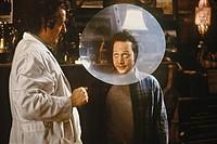 Film, ´Animal - Das Tier im Manne´, USA 2001, Regie Luke Greenfield, Szene mit Michael Caton & Rob Schneider,  komödie, kratzschutz, halskrause, arzt,...