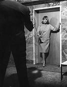 Film, ´Wartezimmer zum Jenseits´, BRD 1964, Nach Roman ´Zahle oder stirb´ von James Hadley Chase, Regie Alfred Vohrer, Szene mit Hildegard Knef, ganzf...