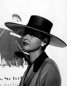 Tiller, Nadja  * 16.3.1929, öster. Schauspielerin, Portrait zum Film ´Geliebte Hochstaplerin´, 1961,  hut, 60er jahre, porträt, ohrring, geschäftsfrau...