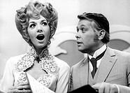 Pluhar, Erika  * 28.2.1939, österreich. Schauspielerin, mit P. Wech in TV Sendung ´Zwischenspiel oder die neue Ehe´, ZDF 20.10.1971, Frau, singend,