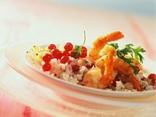 Spicy rice and shrimps with redcurrants