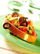 Vegetable crostini (with tomatoes, courgettes & olives)
