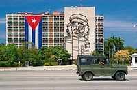 Ministry of the Interior (Ministerio del Interior) building with Che Guevara bronze wire sculpture.  The words under the sculpture say: 'Hasta la vict...