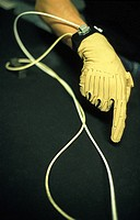 Glove with electrical contacts for coordination of robots or 3D models