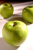 Food, fruit, green apple (thumbnail)