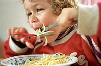 Spaghetti schneiden