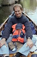 Vater und Sohn im Kanu