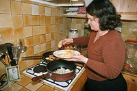 WOMAN EATING<BR>Photo essay.<BR>Cooking.