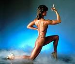 Sievers, Gabriele, dt. Bodybuilding- Weltmeisterin, 80er Jahre   ganzfigur, bodybuilderin, pose, posierend, muskeln, bikini, hochhackige schuhe, läche...