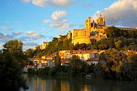 River Orb & Cathedrale St Nazaire, Beziers, Languedoc Roussillon, France