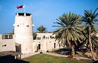 Emirat und Stadt, Um al Quwain, Innenhof und Wehrturm des alten Fort, historisches Bauwerk Emirate and city of Um al Quwain, the court and watchtower ...