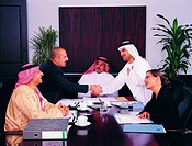Business agreement between Arab businesspeople