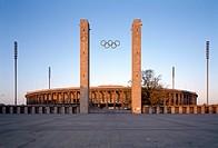 Berlin-Charlottenburg/ Olympiastadion, Blick von Osten