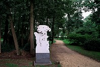 Moyland, Schloßpark/ Peter H. van de Locht: Wesen und Mächte 1995