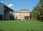 M&#252;nchen, Pinakothek der Moderne und Alte Pinakothek/ Aussenansicht