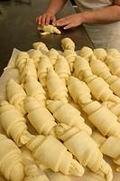 preparing croissant