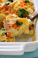 Pasta bake with ham, carrots, broccoli and cheese (thumbnail)
