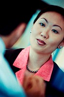 Businesswoman talking to a businessman (thumbnail)