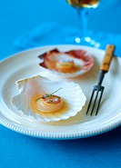 Scallops with lemon dressing
