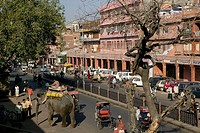 Elephant ´Taxi´.  Chandpol Bazaar. Old Jaipur. Jaipur. Rajasthan. India.
