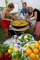 Foreign students preparing a ´paella´ at the ´Escuela de Idiomas Nerja´ at Nerja. Málaga province. Andalucia. Spain.