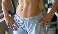 Woman´s stomach at workout gym
