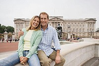 Couple on wall in Trafalgar Square