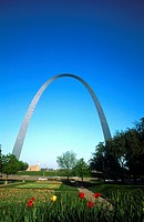 Steel arch in park, Gateway Arch, St. Louis, Missouri, USA