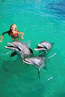 Mexico, Isla Mujeres, Woman playing with dolphins