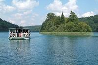 Boat, tourist, tourism, lake, island, isle, scenery, landscape, Croatia, Europe, national park, Plitvicer Lakes, Plitv