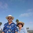 Tourist couple smiling (thumbnail)