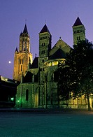 The Netherlands, Limbourg, Maastrich, cathedral by  night