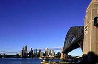 Australia, Sydney, Harbour bridge and downtown