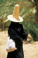 Yemen, Wadi Hadramawt, shepherdess